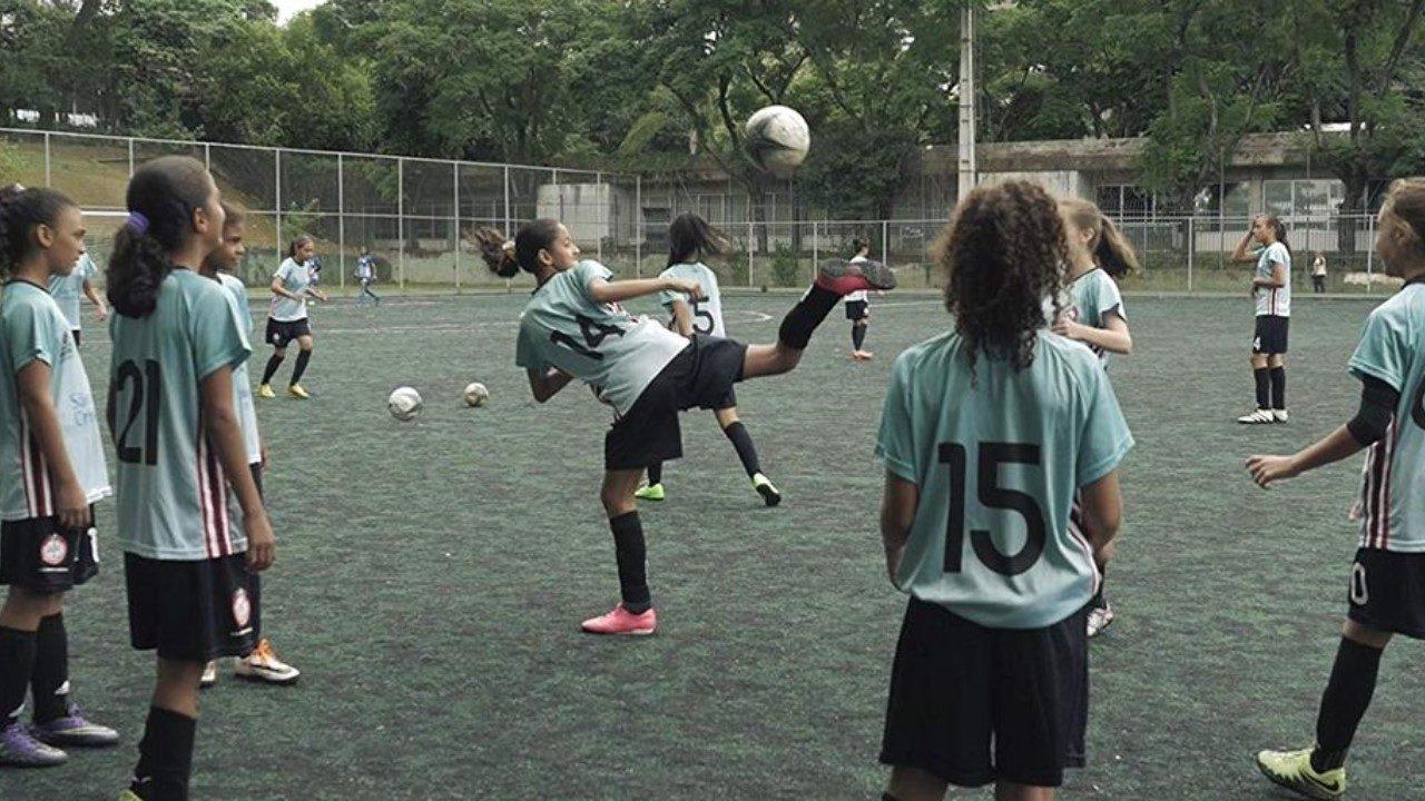 Documentários brasileiros que lançam o olhar sobre o futebol feminino
